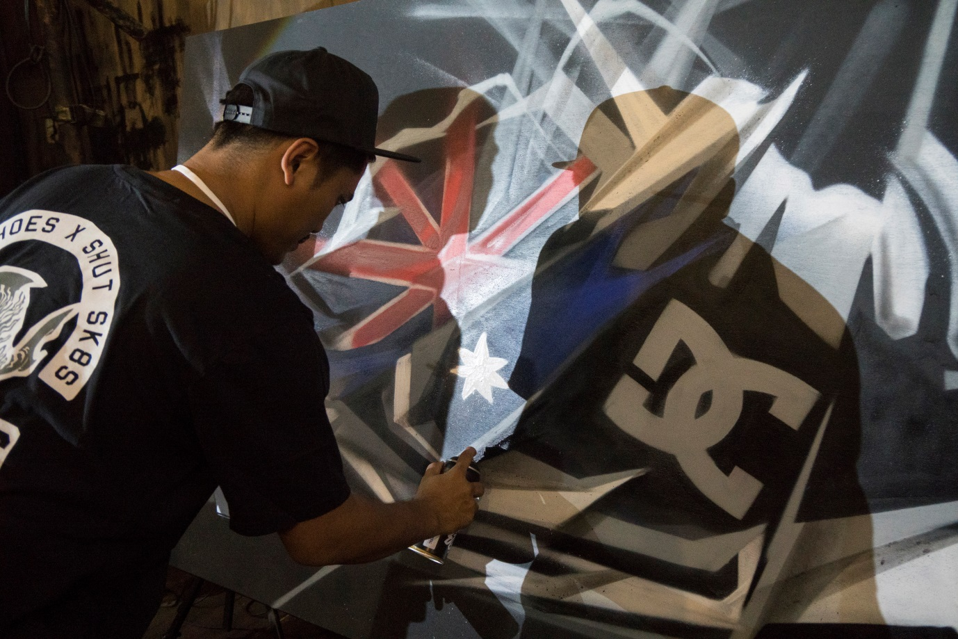 Graffiti artist Hardthirteen at work at the SHOUT! The Voice of Oz Alumni on 19 August 2016 in Jakarta.